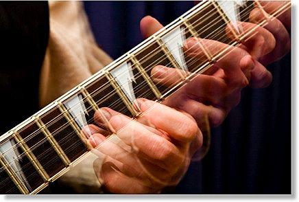 guitar fast hands main Full - Sprawdź jak szybko grasz na gitarze